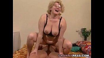 Built juvenile hunk bonks a obese granny