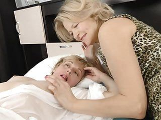 Unshaved mamas try lesbo sex