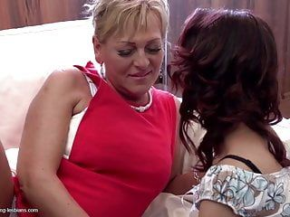 Mommy teaching hotty true lesbo love