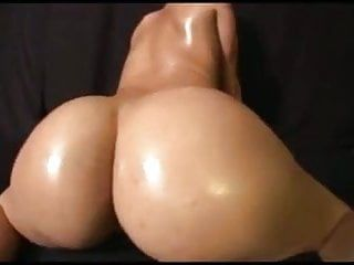 Large bare a-hole bouncing dance by nordic-western blond dame
