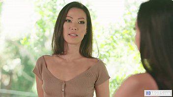 Moms Engel - Stiefmutter Indien Sommer mit Lesbensex mit Karlee Grey und Kalina Ryu