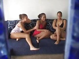 Amateurs lesbo three-some