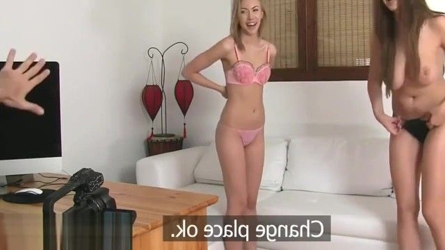 Transmissão de pornografia recente no sofá