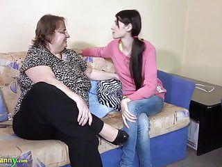 Oldnanny heißen volljährigen Teenager vollgestopft alte korpulente Brust Oma