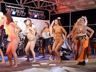 Hotties dancing bare on stage