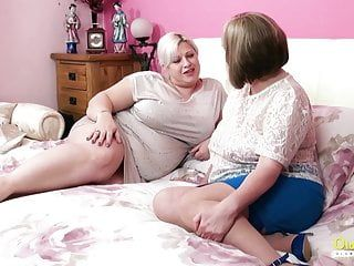 Oldnanny - breasty british aged lesbos toying