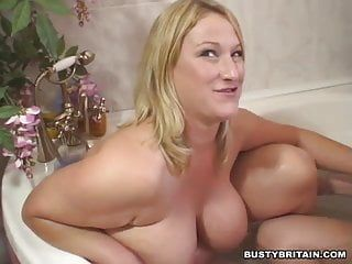 2 large titties lesbos have joy in a baths
