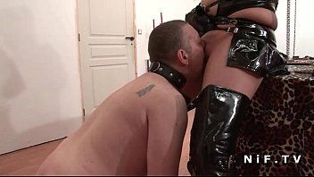 Bbw femdom-goddess in leather licked by a boy serf in sadomasochism fetish act