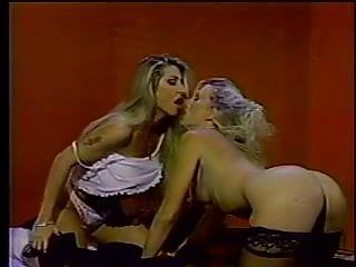 2 sexy blondes eat slit and cum
