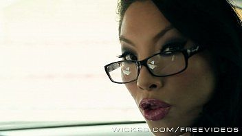 Asa akira is one hawt driving instructor