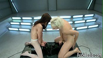 Squirting lesbo hotties cunt toyed by machine