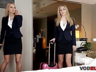 Zwillinge Natasha Star und Natalia Star erhalten eine kostenlose Massage